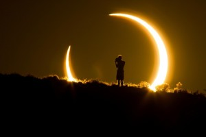 Image copyright national Geographic: http://news.nationalgeographic.com/2017/06/total-solar-eclipse-august-how-watch-science/#/amercian-eclipse-01.jpg